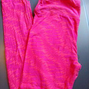 LuLaRoe leggings OS, pink giraffes
